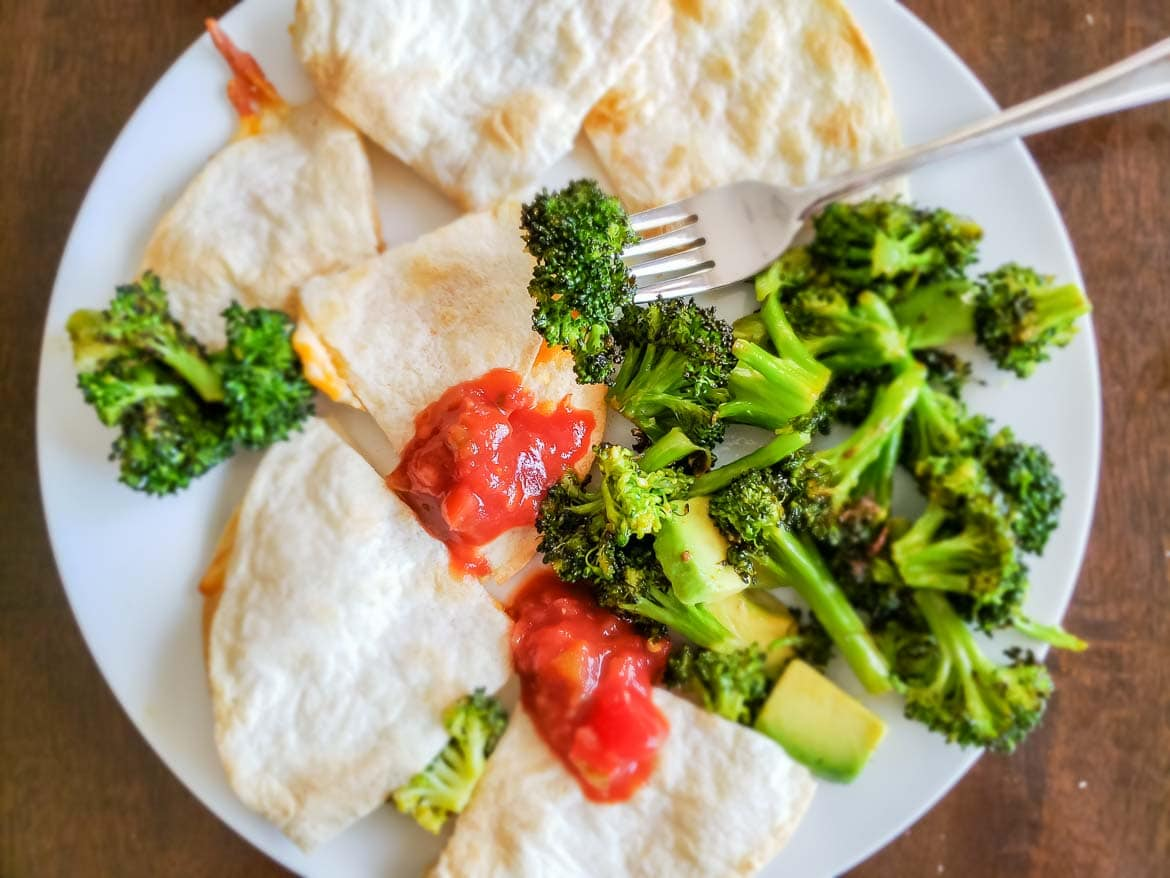Chefs Plate review with Cheese Quesadilla and Broccoli Avocado Salad