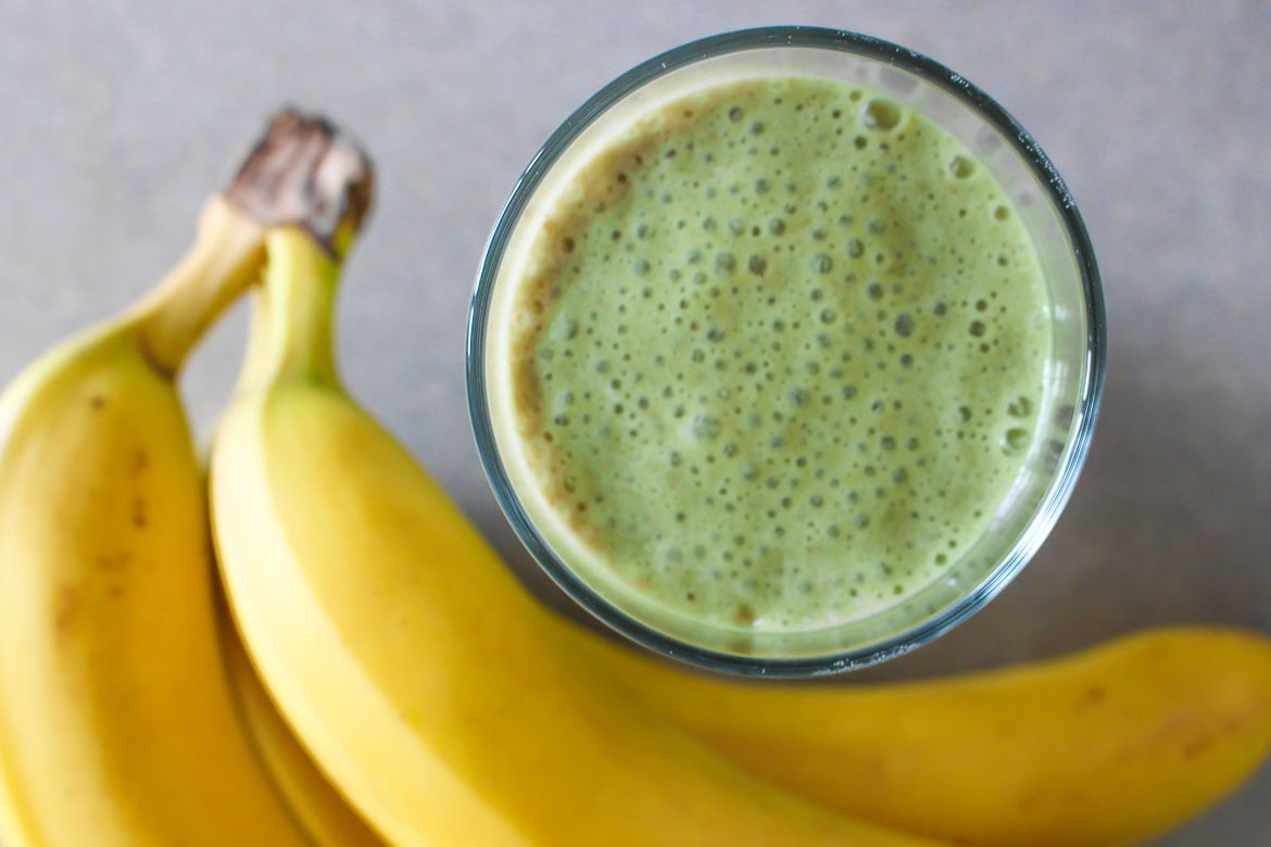 matcha almond milk smoothie with bananas