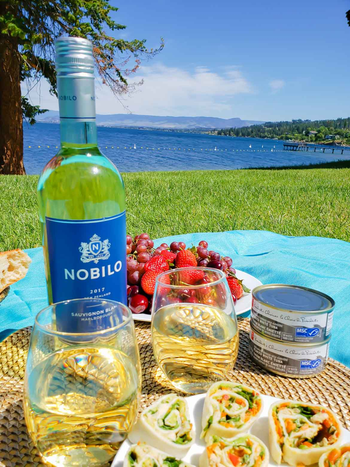 picnic overlooking a lake with Nobilo Sauvignon Blanc wine and pinwheels with MSC certified tuna and fresh veggies
