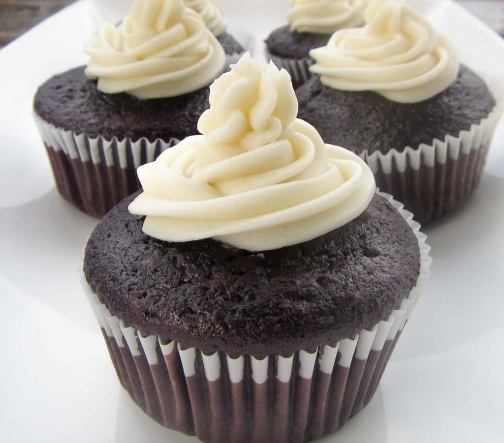 old fashioned buttercream icing for chocolate cupcakes