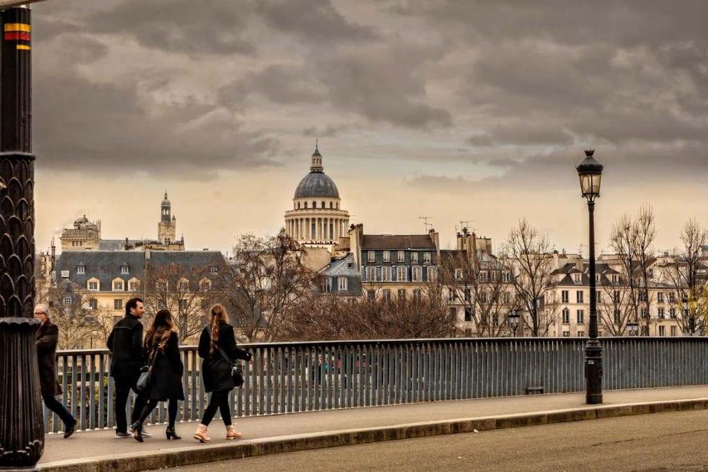 Walking the Siene River in Paris
