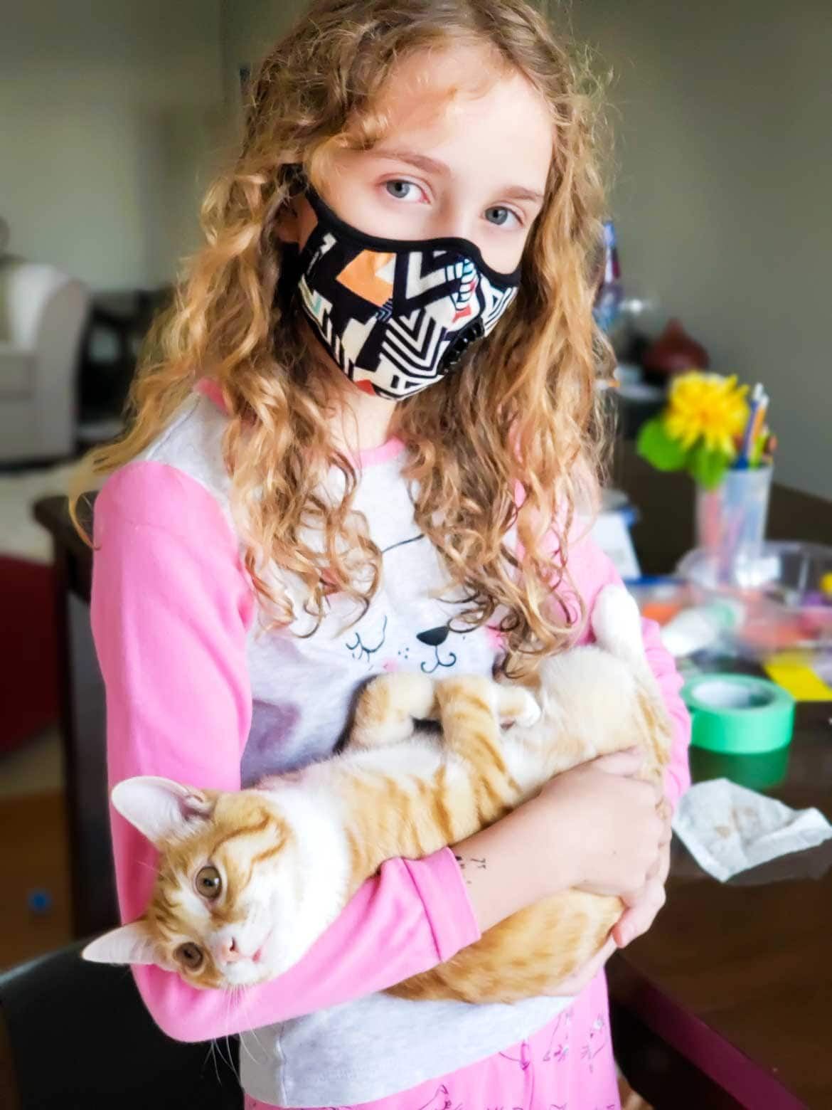Vogmask  medium geometry N99 child with cat