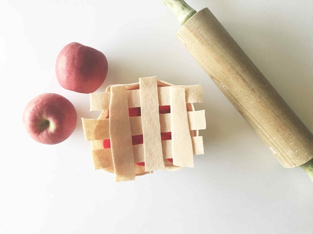 Felt Apple Pie Craft from The Best Ideas for Kids