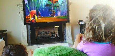Kids watching Beatbugs on Netflix 700
