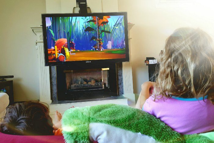 Kids watching Beatbugs on Netflix 700