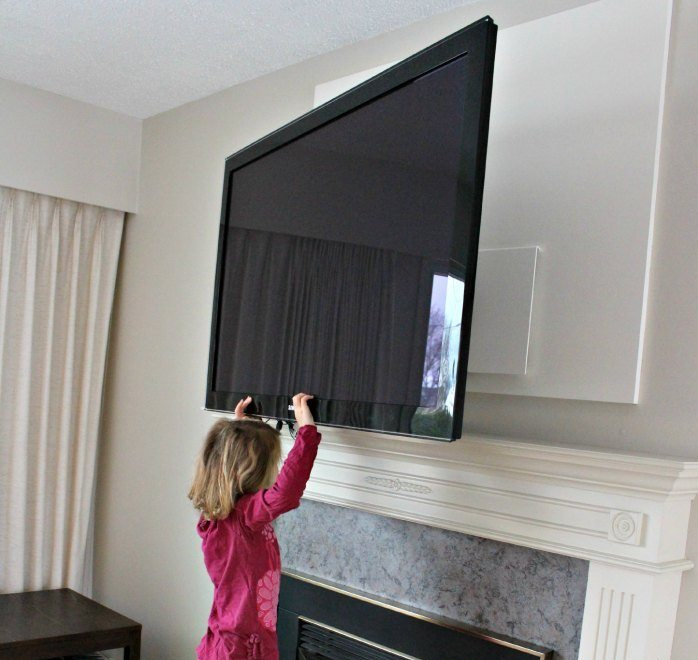 Six Year Old Girl Using Dynamic Mounting Down and Out Swivel mount