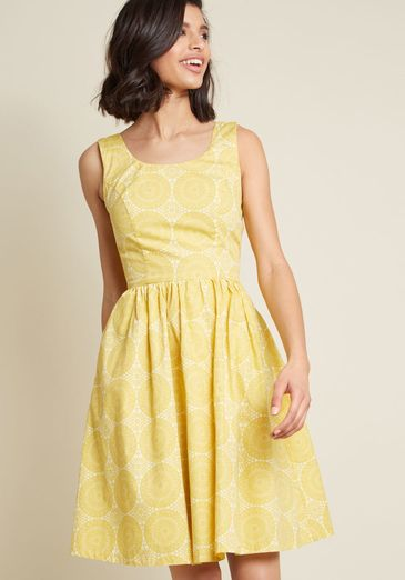 Sleeveless Dress with Scoop Neck in Mustard Medallions_result