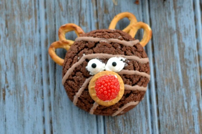 Easy No Bake Reindeer Cookies With Pretzel Antlers